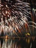 Venezia - fuochi d'artificio durante la festività del Redeeme immagine stock