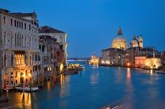 Venezia Grand Canal alla notte, Italia Immagine Stock