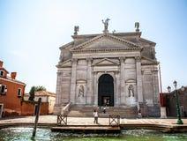 VENEZIA, ITALIA - 20 AGOSTO 2016: Vista sul paesaggio urbano di Grand Canal e delle isole della laguna veneziana il 20 agosto 201 Fotografia Stock