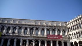 Venezia, Italia - 14 03 2019: Folla della gente che cammina sul quadrato di San Marco archivi video