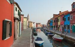 Venezia, Italia - 27 gennaio 2016: vista sulle case variopinte dalla a Immagine Stock