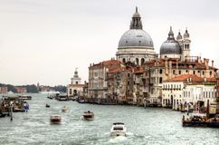 Venezia, Italia Grande canale e saluto di della della Santa Maria della basilica fotografie stock libere da diritti