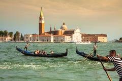 Venezia, Italia, il 9 agosto 2013: Gondola tradizionale sul canale grande Fotografia Stock Libera da Diritti