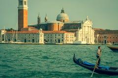 Venezia, Italia, il 9 agosto 2013: Gondola tradizionale sul canale grande Fotografia Stock