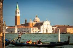 Venezia, Italia, il 9 agosto 2013: Gondola tradizionale sul canale grande Immagine Stock