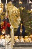 VENEZIA, ITALIA, IL 25 AGOSTO: Maschere veneziane di carnevale da vendere.  Immagine Stock Libera da Diritti