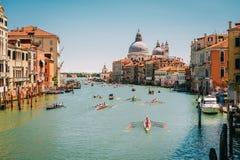 Venezia, Italia - 15 maggio 2016: Corsa della rematura nella laguna veneziana Fotografie Stock Libere da Diritti