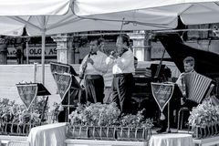 VENEZIA, ITALY/EUROPE - 26 OTTOBRE: Musicisti che giocano a St Mark immagini stock libere da diritti