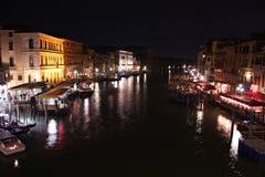 Venezia, kanaal grande van rialtobrug Stock Fotografie
