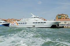 Venezia linjer katamaranfärja, Venedig Royaltyfri Fotografi