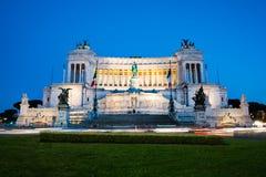 Venezia pałac /Palazzo Venezia/- pałac zwycięzca Emmanuel przy Venezia kwadratem /Piazza Venezia/w Rzym, Włochy przy nocą L Obraz Stock