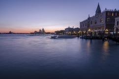 Venezia und der Abendsonnenuntergang Lizenzfreie Stockbilder