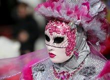 Venezia, VE, Италия - 5-ое февраля 2018: человек с маской на масленице стоковые фотографии rf