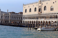 Venezia, VE, Itália - 31 de dezembro de 2015: palácio ducal antigo para Foto de Stock Royalty Free