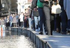VENEZIA, VE, ITALIA - 31 gennaio 2015: turisti nella passeggiata di Venezia sopra Fotografie Stock