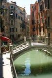 Venezia - vista piacevole con il ponticello Fotografia Stock Libera da Diritti