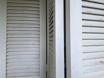 Venezianas de madeira brancas Fotografia de Stock