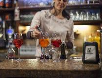 Veneziano drinkar i Venedig Arkivbilder