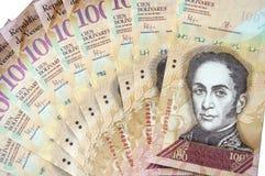 100 Venezolaans die bolivaresbankbiljet op witte achtergrond wordt geïsoleerd Royalty-vrije Stock Foto's