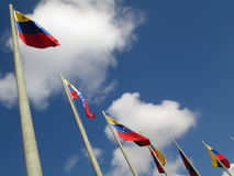 Venezuela flagga på blå himmel, Caracas, Venezuela Royaltyfri Fotografi