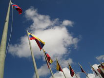 Venezuela flagga på blå himmel, Caracas, Venezuela Fotografering för Bildbyråer