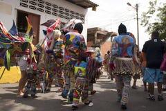Venezuelanska dansjäklar av Naiguata i dräkter som föreställer det ogripbara kulturarvet för fiskUNESCO arkivbilder