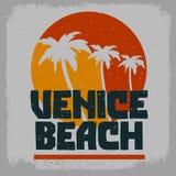 Venice Beach Los Angeles Kalifornia drzewek palmowych etykietki znaka logo ręka Rysujący literowanie dla t koszula lub majcheru p royalty ilustracja