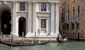 Venice, gondole in Canal Grande Stock Images
