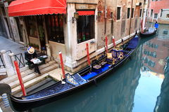 Venice. Gondolier with a newspaper Royalty Free Stock Images