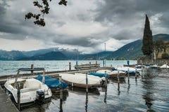 VENICE/ITALY - 10月12日:沿其中一条的看法威尼斯的运河 免版税图库摄影