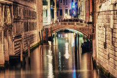 VENICE, ITALY - MAR 23, 2014: Bridge of Sighs at night with tour Royalty Free Stock Photography