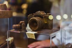 VENICE, ITALY - OCTOBER 27, 2016: Shop window with a handmade chocolate photo camera in Venice, Italy. Man show his product royalty free stock images
