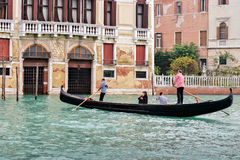 VENICE, ITALY - OCTOBER 26 : Two gondoliers ferrying passengers Royalty Free Stock Image