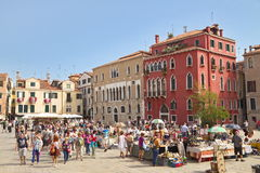 VENICE, ITALY - SEPTEMBER 7, 2014: Busy day on a small piazzetta Stock Photography