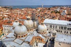 Venice.View a la catedral de San Marco del campanille Imagen de archivo