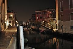 venice w wieczór romantyczny miasto bogaci z światłami które robią innemu wizerunkowi, spacer jest mus zdjęcie royalty free