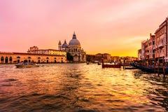 Veniczia码头在晚上,威尼斯,意大利看法  免版税图库摄影