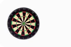 Venire a mancare dell'obiettivo Tre frecce non sono nel centro dei dardi su fondo di legno leggero, non colpisce lo scopo Concett fotografie stock