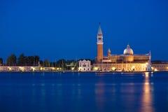 Venise, île de San Giorgio par nuit photographie stock