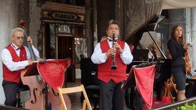 VENISE 25 août Musiciens sur la terrasse du C de renommée mondiale photos stock