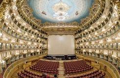 VENISE - 7 AVRIL 2014 : Intérieur de théâtre de Fenice de La La de Teatro photos stock