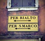 Venise en l'Italie et panneau routier à la place de St Mark ou au Rialto Image libre de droits