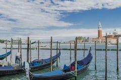 Venise en l'Italie, les gondoles et île de piscine découverte photo libre de droits