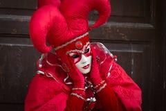 Venise - 6 février 2016 : Masque coloré de carnaval par les rues de Venise Photos libres de droits