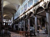 20 06 2017, Venise, Itália: Vista interior de uma igreja italiana velha Imagem de Stock Royalty Free