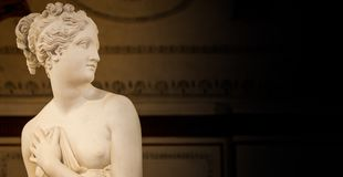 VENISE, ITALIE - 27 JUIN 2016 : Petit groupe de Venus Statue dans Palazzo du Photographie stock libre de droits