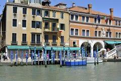 Venise par Rialto Bridge Photographie stock libre de droits