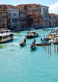 Venise 's Grand Canal avec le ciel bleu à Venise en Italie Image stock