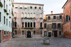 Venitian öppna Plazafyrkant och byggnader Royaltyfria Foton