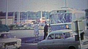 VENLO - 1966 : Passage des frontières des Pays-Bas en l'Allemagne banque de vidéos